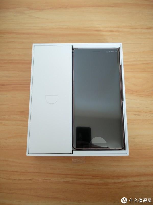 这是一篇关于诺基亚7P的开箱:Nokia 诺基亚 7 Plus 智能手机