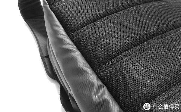 #剁主计划-上海# 客官,这里有款包包进来了解一下:Incase City Compact 双肩背包 半年使用评测
