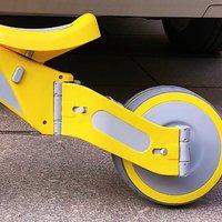柒小佰变形儿童车骑行外观展示(车把 座位 材质 后轮 开关)