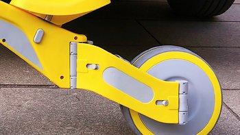 柒小佰变形儿童车骑行外观展示(车把|座位|材质|后轮|开关)