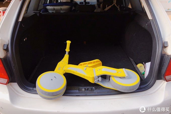 既是滑步车,又是三轮童车:柒小佰变形儿童车骑行体验