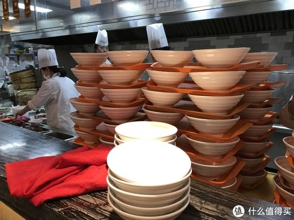 """那些""""记忆中""""的上海名小吃 篇十九:#剁主计划-上海#再不去尝这碗鲜的眉毛都要掉下来的老半斋刀鱼面,就要等明年了"""
