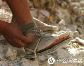 """塔拉乌马拉人的极简""""跑鞋"""""""
