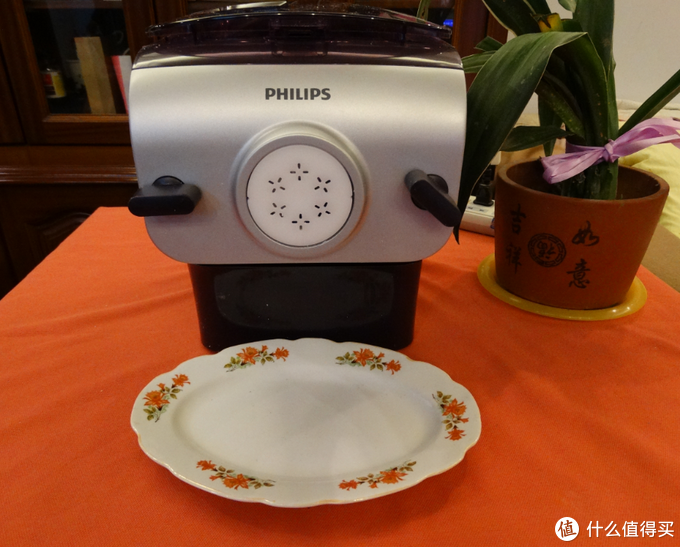锅碗瓢盆的油荒味也可以多一点健康和心意——飞利浦面条机,送给母上大人的好礼