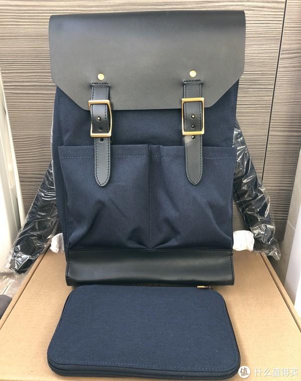 背包本体和一个附赠的小包