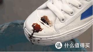 黑市购买,日常88/瓶,特价只需要51/瓶,挺好用,雨天神器。动鞋的白色部分,喷了之后防水,污渍也很容易洗,随便就冲掉了。致密的帆布鞋用起来最带感,像是水撒在荷叶上了。网眼运动鞋虽然没那么好的效果,但是比没喷还是容易清洗些。无限回购