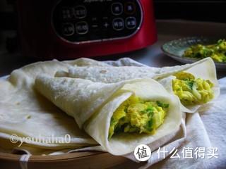 早餐吃蛋饼卷大葱炒鸡蛋,山东人的最爱。