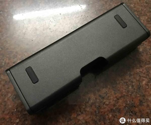电池管家也很小巧,从外观看不出来怎么用