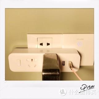 很好地解决了我们家台灯也是USB,充电也需要USB,笔记本电脑还需要电源的问题。而且白色存在感很低,一般来说大部分家庭也就是用的白色的插线板