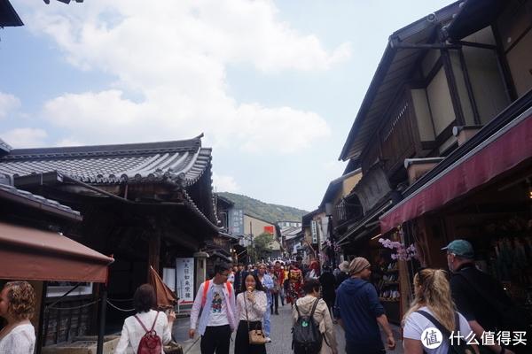 上去清水寺的路上也是很多人
