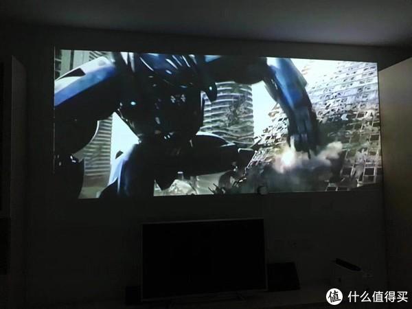 《环太平洋2:雷霆再起》这种大片大屏+低音炮可以媲美影院
