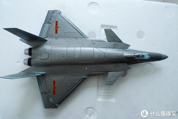 """看飞机喽!尺寸大约是37*23*270(包含底座,单位毫米),看着真的还不错,特别是机身的那些""""接缝""""非常逼真"""