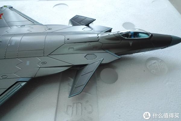 机身许多部位都是可以动的,比如鸭翼