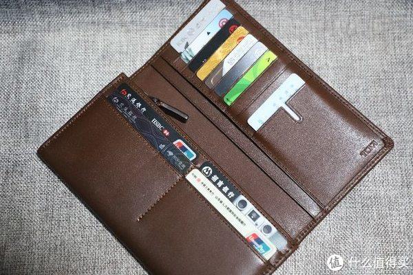 好多张信用卡,没有一张金卡。