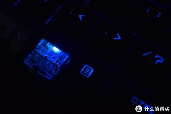 轻薄便携、窄边设计、RGB机械键盘,散热性能强劲但噪音大的机械革命深海幽灵Z2体验点评