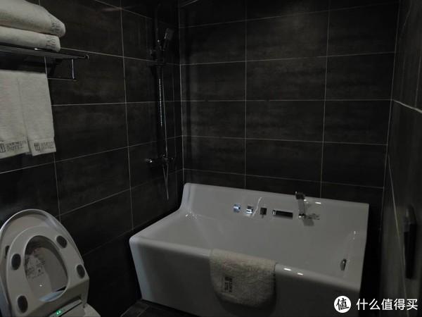 行政套房的浴缸