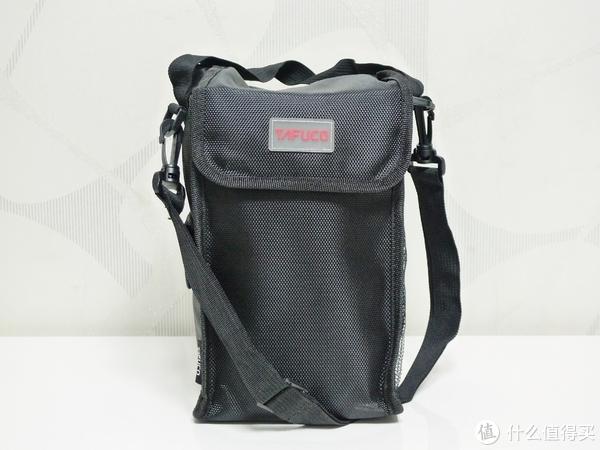 保温袋整体做工非常好,而且可以手提也可以肩挎,预示了不错的密封性