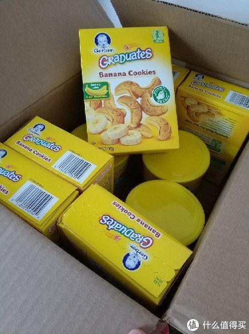 盒子装的是学步期吃的香蕉味饼干