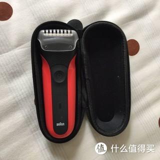 博朗入门3系电动剃须刀,体验直剃带来的别样剃须感觉。正面类肤质触感细腻,全身水洗,快速充电,极大提升使用体验。