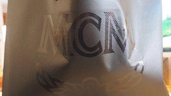 MCM MMK6SVE92CO001 女士迷你双肩背包外观展示(拉链|铆钉|背带)