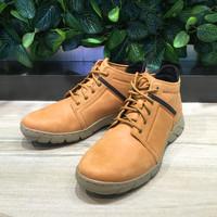 CAT卡特彼勒 短靴外观展示(鞋面|鞋底|鞋跟)