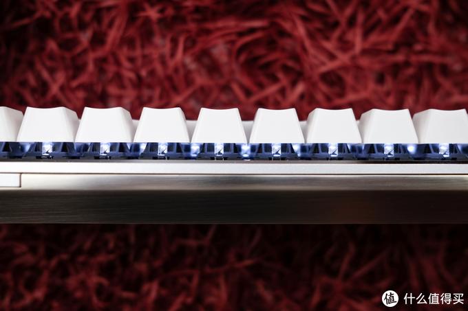 兼容多设备间的来回切换:AJAZZ 黑爵 Zn 锌蓝牙双模68键机械键盘