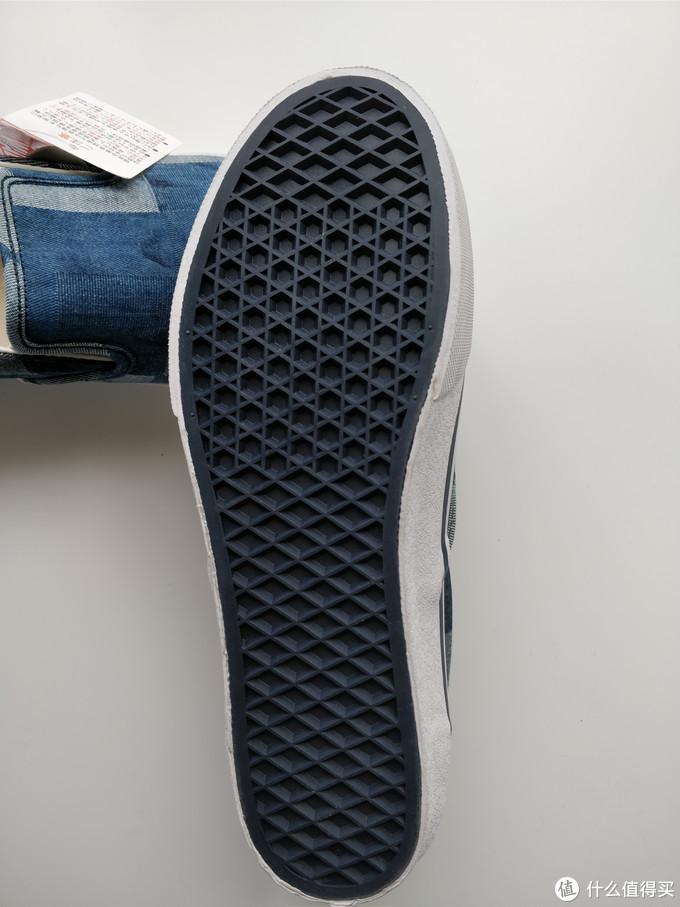 这个鞋底是蓝色的