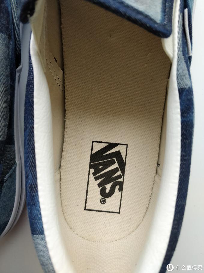 鞋垫上经典的品牌LOGO