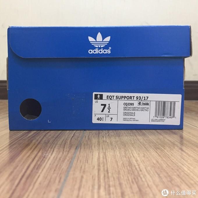 鞋盒侧面,US7.5码,穿阿迪的鞋子一直都是40.5码,没感觉偏码