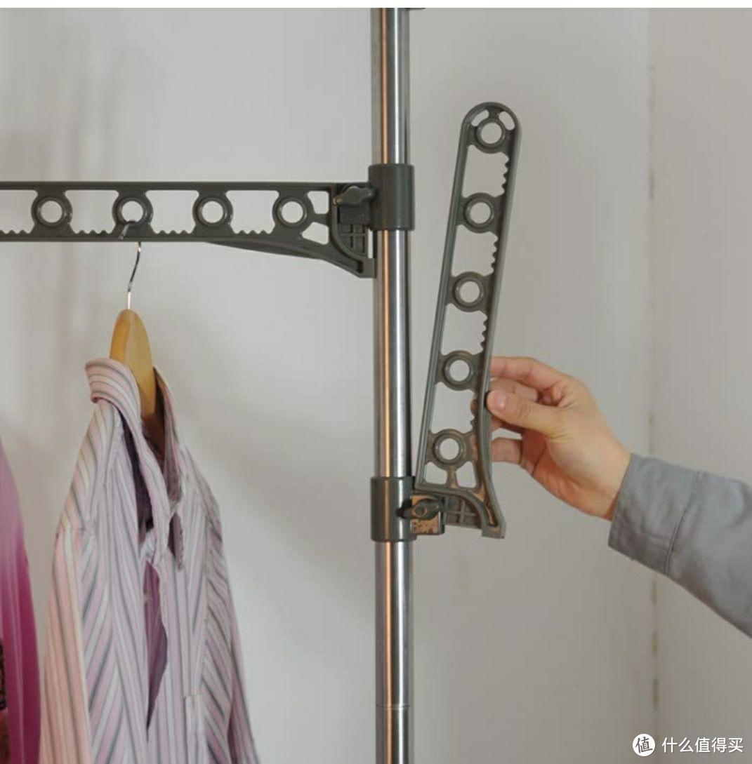 小户型的挂衣选择:宝优妮 落地免打孔伸缩挂衣架