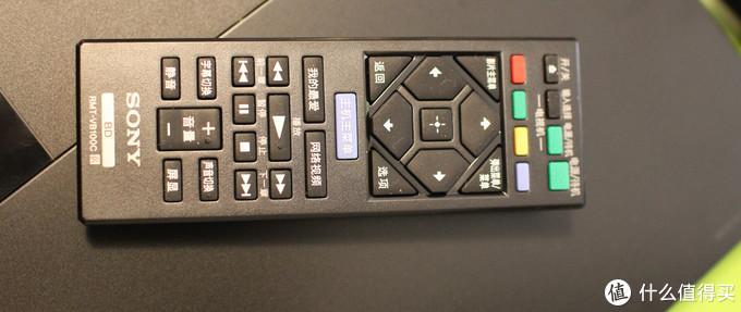 遥控器也很小,注意音量调节是不能用的,得看电视机型号