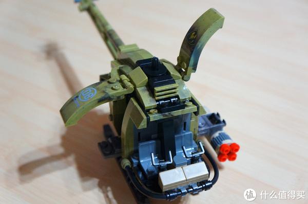 总算知道为何乐高不出军事系列了—拼到眼瞎的星堡 轻鹰型直升机