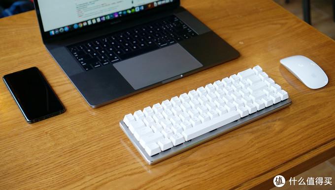 精致小巧的68键多设备全能键盘:AJAZZ 黑爵 Zn 锌蓝牙双模机械键盘