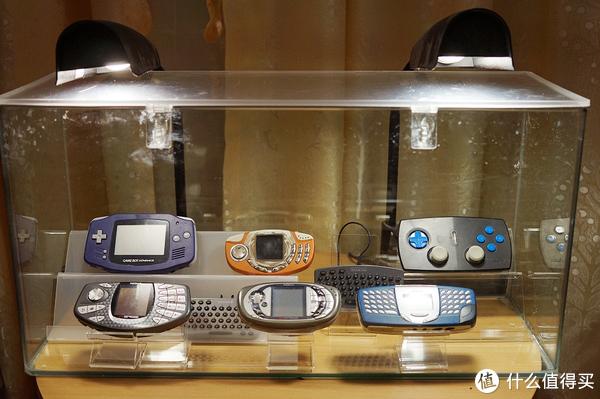 怀旧炫酷,手机收藏爱好者动手DIY,让鱼缸变展柜