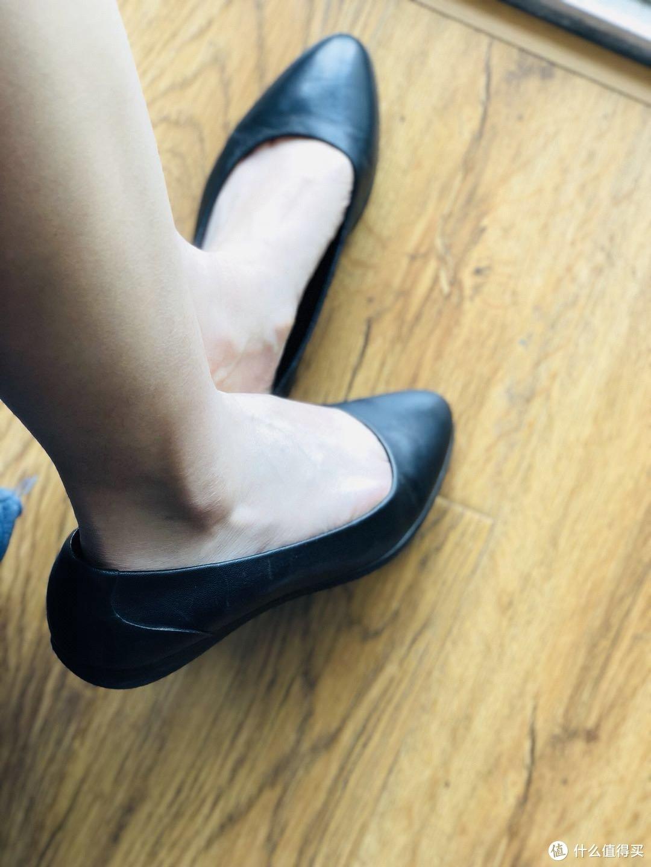 颜值即正义,舒适才是王道——COZY STEPS 浅口尖头平底休闲鞋