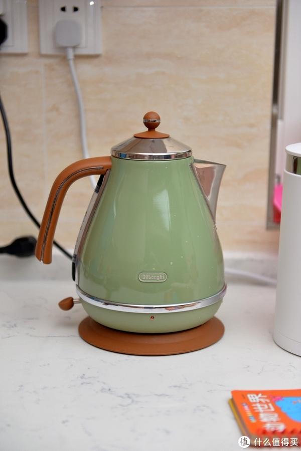 请给生活一点情调—Delonghi 德龙 Icona Vintage复古系列KBO2001橄榄绿电水壶