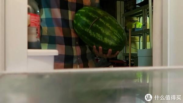 吃西瓜的季节,国外爸妈都是怎么陪娃玩西瓜的?