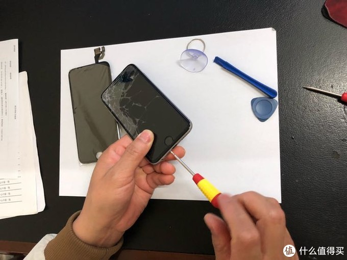 APP写原创:2把螺丝刀,15分钟换好iPhone屏