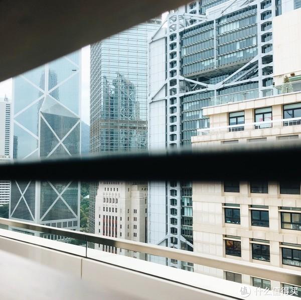 ▲香港文华东方24楼的健身房,当年哥哥张国荣坠楼的地方。