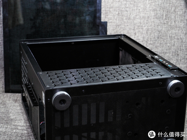 龙战于野·其血玄黄 篇一:Zen+登场!AMD 锐龙5 2600 + 蓝宝石超白金Vega56装机