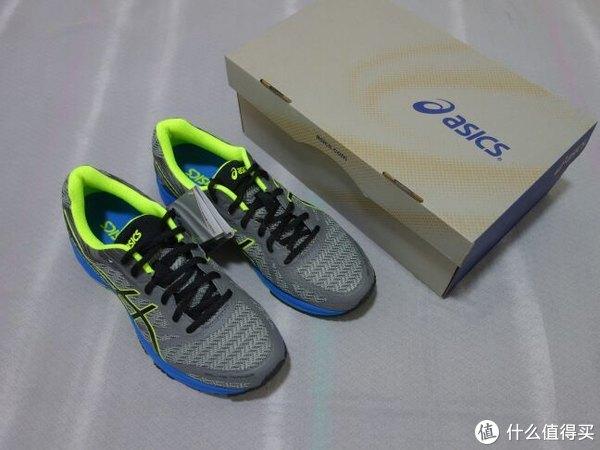DS Trainer诞生于上世纪90年代,是最早的支撑系轻量训练鞋之一,也说明这款跑鞋也是asics很长的一个产品线,不然也不会到22代。