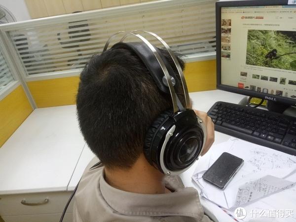 吃鸡助力、声临其境的RAPOO 雷柏 VH100S 背光游戏耳机体验