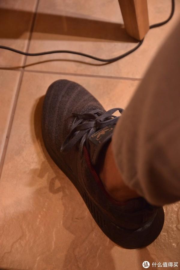 盒子比较值钱系列:Adidas NMD R2与Henry Poole联名款 运动鞋