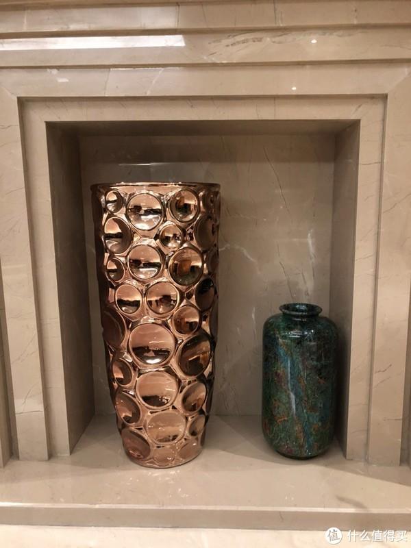 看看家装中的那些点睛之笔——书画花瓶装饰物赏析