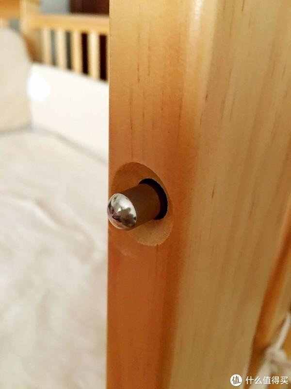 按住此按钮就可以调节护栏高度