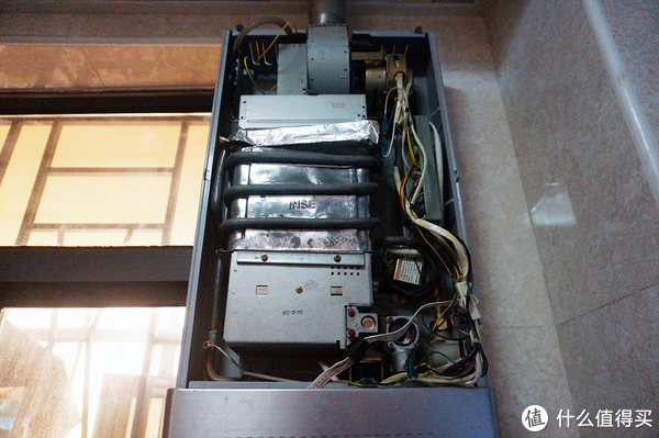 不适合强迫症的一级能效冷凝式热水器:Vanward 万和 JSLQ20-610J12 12升天然气热水器