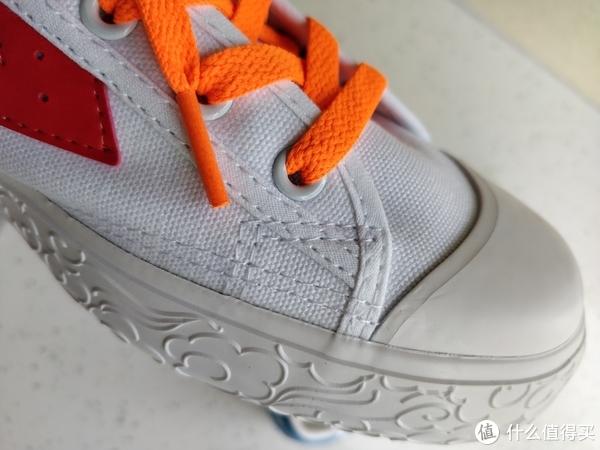 鞋子走线做工还是不错的。