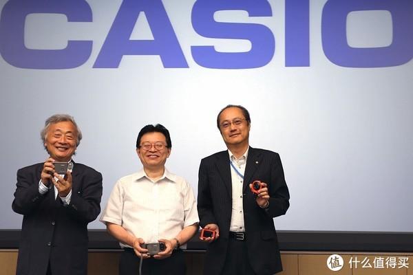 2015年的开发座谈会,左起,活动组织者麻倉怜士先生,QV-10开发者
