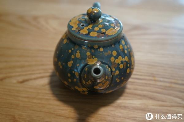 品茗之余的喜好:翡翠绿碗杯和结晶釉茶杯组