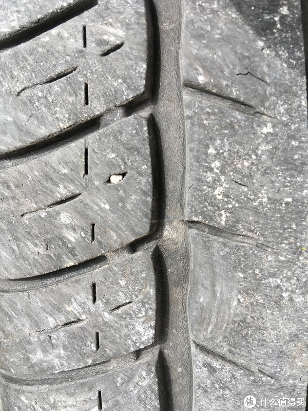 拆下轮胎可以先看看有没有什么奇怪的东西